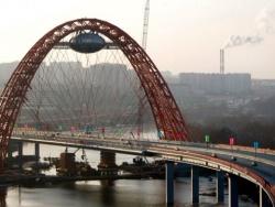 На Живописном мосту столкнулись 14 машин