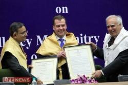 Медведев стал доктором философии в Индии