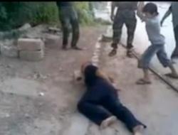 Сирия: боевики заставляют ребенка отрубить голову пленнику. 18+