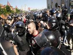 """Украинские радикалы обещают превратить гей-парад в Киеве в """"кровавую кашу"""""""