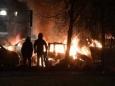 Беспорядки в Стокгольме - горящие машины и камни, летящие в полицию
