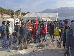 ФРГ будет помогать Греции решать вопрос с беженцами