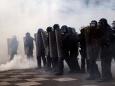 В Париже полиция применила слезоточивый газ