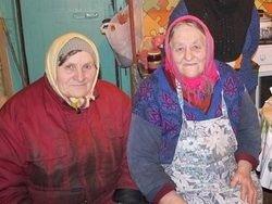 Русские старушки хоронят друг друга в корыте