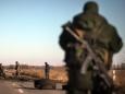 Бойцы ВСУ вооружают ополченцев Донбасса?