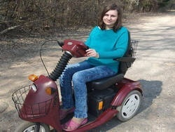 На платформе Talaka начался сбор средств на скутер для девушки с тяжелым заболеванием.