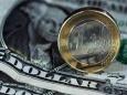 Евро предлагает доллару подвинуться