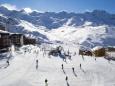 В Швейцарии снежные лавины засыпают курорты