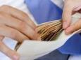 Зарплаты в конвертах в Украине оценили в 50%
