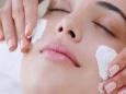 Как отбелить кожу лица народными методами