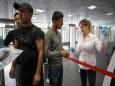 Вымирающую Россию заселят мигрантами