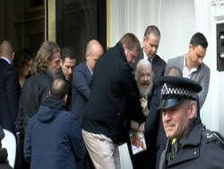 Сделка МВФ с Эквадором обеспечила арест Ассанжа