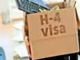 В США иностранные рабочие не смогут вызывать родственников