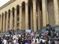 В Грузии третий день подряд проводят митинги