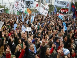 Аргентина отказалась платить по кредитам МВФ