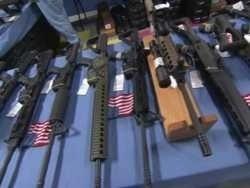 В Калифорнии граждане атакуют оружейные магазины