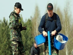 Президент Беларуси отказался убивать экономику страны
