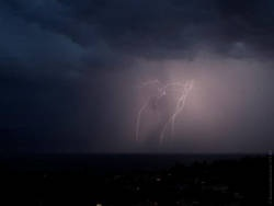 Более 100 человек за сутки погибли от ударов молний в Индии