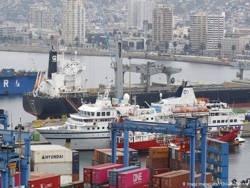 Сотни тысяч моряков оказались заблокированными в разных точках мира