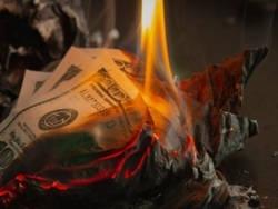 За рекордным ростом цены на золото стоит обесценивание американской валюты