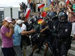 В Берлине протестовали против политики страны по борьбе с коронавирусом