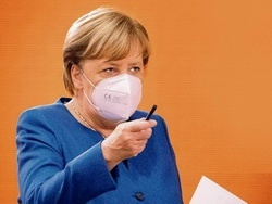 Меркель носит поддельные маски из Китая